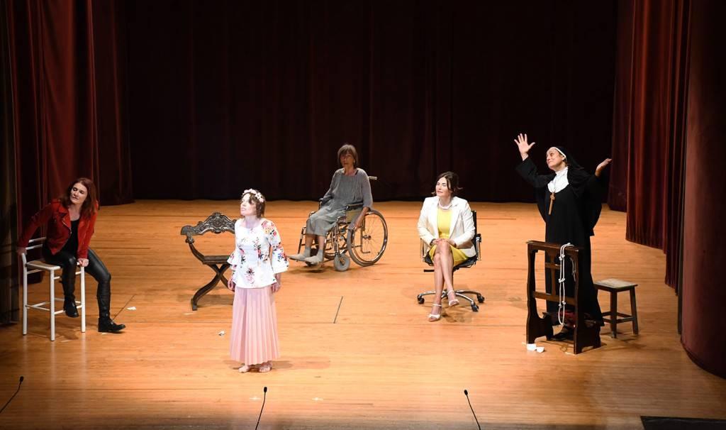 L'attesa - Monologhi intrecciati - Teatro Filodrammatici Treviglio